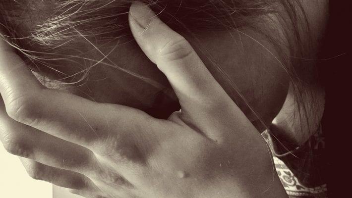 16-latka próbowała popełnić samobójstwo. Uratowała ją koleżanka z internetu