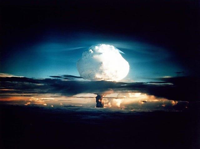 Jak wyglądałaby przyszłość ludzkości po wybuchu wojny jądrowej? Przerażająca wizja eksperta