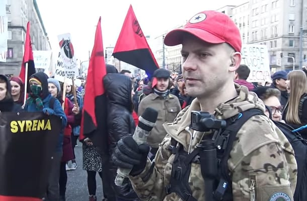 Jaok z pyta.pl zaatakowany przez Antifę. Ujawnił kulisy. Sam sobie poradził i... zabrał im flagę [WIDEO]