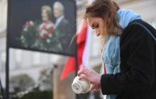 Przed Pałacem Prezydenckim odbył się Apel Pamięci. Odczytano nazwiska ofiar katastrofy smoleńskiej