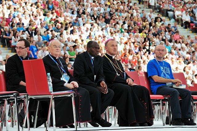 Kontrowersyjny duchowny z Ugandy znów przyjedzie do Polski. Rok temu na spotkanie z nim przyszło 58 tys. osób!