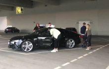 Żadnej taryfy ulgowej! Lewandowski przeszukany przed wejściem na mecz Bayern - Real! [WIDEO]