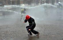 Nazwa Przelewice zobowiązuje! Odbywa się tam wielka bitwa strażaków z okazji śmigusa-dyngusa!