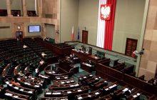 Kukiz'15 przed Nowoczesną, sześć ugrupowań w Sejmie. Nowy sondaż partyjny