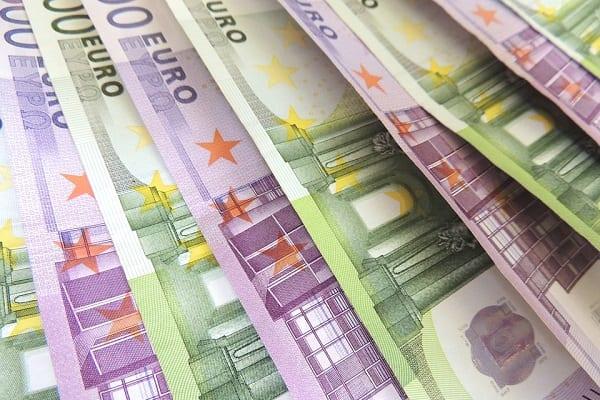 UOKiK: W trzech bankach niejasne zasady ustalania kursów walut