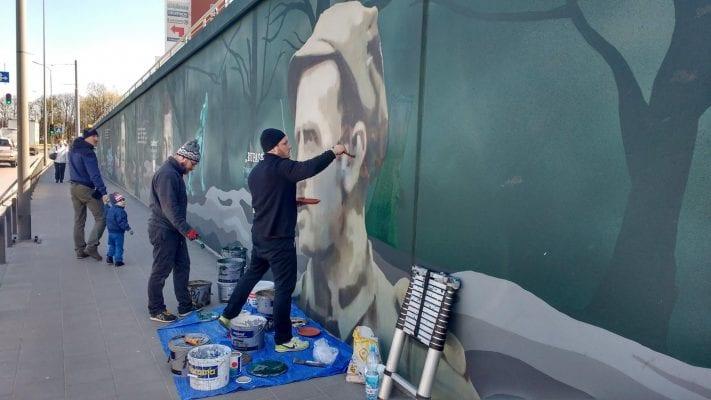 """Historyczni ignoranci zniszczyli mural """"Łupaszki"""" w Gdańsku. IPN pomógł go odnowić"""