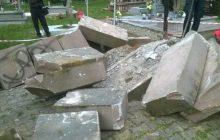 Narodowcy wyburzyli pomnik UPA na Podkarpaciu