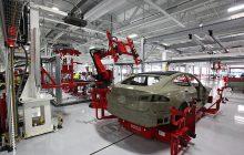 Alarmujące doniesienia z Tesli. Elon Musk wykorzystuje pracowników?