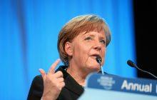 Co trzeci Niemiec chce ustąpienia Angeli Merkel. Kłopoty niemieckiej kanclerz tuż przed rozmowami o koalicji