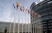"""Comiesięczne """"wycieczki"""" Europarlamentu kosztowały nas setki milionów euro. """"Jesteśmy bezradni"""" mówi eurodeputowany"""