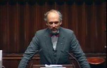 Janusz Korwin-Mikke już dawno przewidział skutki złej polityki migracyjnej. Oto nagranie z 1993 roku [WIDEO]