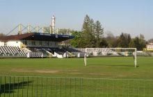 Po raz pierwszy w historii awansowali do Ekstraklasy, ale na swoim stadionie grać w niej nie mogą! Tak wygląda ich arena
