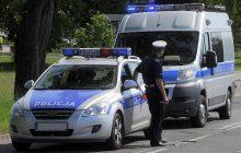 Dramatyczne chwile policjanta. Kobieta przez kilka kilometrów wiozła go na masce samochodu!