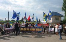 Ukraińcy demonstrowali pod polskim konsulatem w Łucku. Żądali przeprosin od dyplomaty, który nazwał Banderę bandytą!