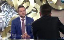 Genialne nagranie z udziałem Patryka Jakiego. Po odpowiedzi wiceministra sprawiedliwości, dziennikarz TVN zaniemówił. Dosłownie [WIDEO]