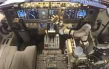 Naukowcy z DARPA zadziwiają świat. Ich najnowszy robot… pilotuje samolot [WIDEO]