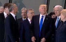 Donald Trump pokazał arogancję? Odepchnął premiera, by stanąć na samym przodzie [WIDEO]