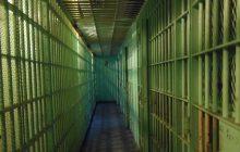 Mężczyzna brutalnie zgwałcił studentkę. Więźniowie dokonali na nim samosądu
