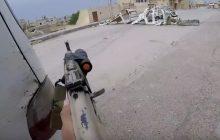 Polak walczący przeciw ISIS publikuje nagranie z pola bitwy. Słychać jak śpiewa...