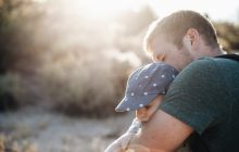 Zaledwie 1/7 świadczeń z tytułu 500 plus trafia na konto ojca – Co jest przyczyną? Na co rodzice wydają rządowe środki?
