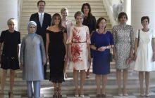 To zdjęcie przedstawia pierwsze damy podczas szczytu NATO, tylko... co tam robi mężczyzna?