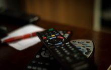 Telewizja czy internet – co zajmuje nam więcej czasu? Zaskakujące wyniki
