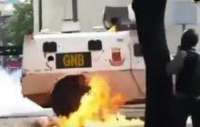 Pancerny pojazd wjechał w tłum demonstrantów. Brutalne zamieszki w Wenezueli [WIDEO]