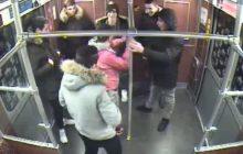 """7 imigrantów próbowało """"dla zabawy"""" podpalić bezdomnego Polaka w berlińskim metrze. Zgodnie z wyrokiem sądu tylko jeden z nich trafi za kratki…"""