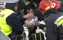 Przerwał wywiad żeby ratować niemowlę. Wszystko nagrała telewizja [WIDEO]