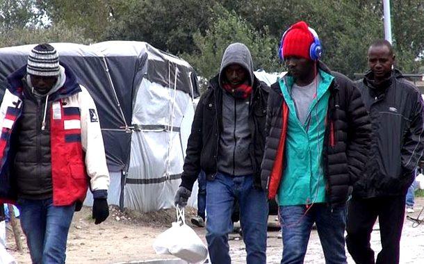 Polacy napadnięci przez imigrantów w Calais! Ledwie zdołali uciec.