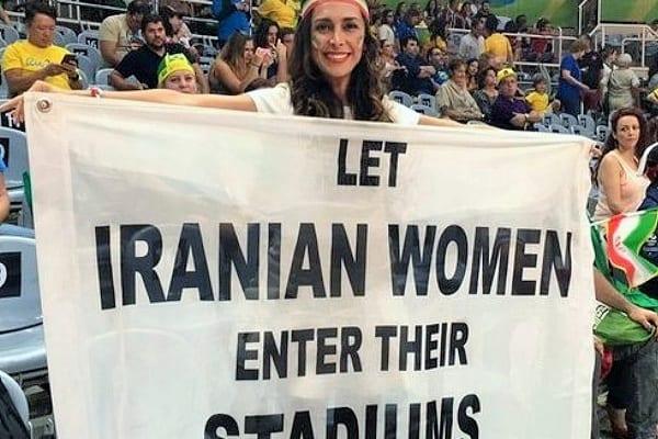 Walczyła o prawa kobiet w Iranie, została wyproszona z Atlas Areny. Nieprzyjemny incydent podczas wczorajszego meczu Polaków [WIDEO]