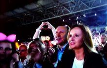 """Ten widok podzielił internautów: Jacek Kurski na gali disco polo. """"Realizatorzy robią na niego przebitki co 30 sekund. Po co?"""" [WIDEO]"""