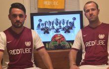 Portal pornograficzny na koszulkach piłkarskiej drużyny. W Polsce też byli