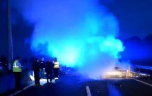 Nieoficjalnie: Kierowcą, który zginął w okolicach Calais był Polak. TVP Info podaje, w jakim województwie zarejestrowany był pojazd, którym jechał