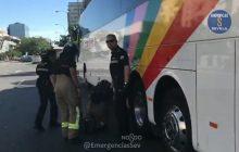Marokańczyk próbował przedostać się do Hiszpanii trzymając się podwozia autokaru! Ten widok zdziwił nawet policjantów [WIDEO]