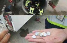 Kobieta wrzuciła monety do silnika samolotu.