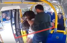 Brutalny atak w tramwaju w Stambule. Mężczyzna uderzył kobietę w twarz i uciekł.