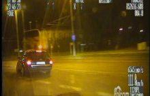 Tak wyglądał brawurowy pościg za Audii. Nie powstrzymała go policyjna blokada, kolczatka i strzały [WIDEO]