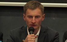 Ma zarzuty o nielegalną współpracę z FSB. To on opiniował koncesję na handel bronią dla Fundacji Otwarty Dialog