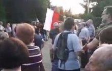 Jak powiedzieli, tak zrobili. Zwolennicy PiS protestowali przed domem Grzegorza Schetyny! [WIDEO]
