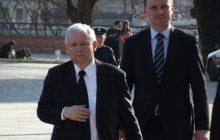 W ten sposób Jarosław Kaczyński miał wywierać na Andrzeju Dudzie presję, by ten nie wetował ustaw. Polityk PiS dementuje.