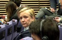 Dziennikarka zawstydziła europosłów opozycji podczas konferencji prasowej w Brukseli. Bezcenna reakcja Róży Thun [WIDEO]