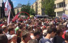 Tłumy Polaków czekają na przemówienie Trumpa. Na miejscu są również jego przeciwnicy, których... prawie nikt nie zauważył