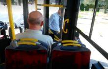Kierowca autobusu nie chciał wpuścić niepełnosprawnego. Oburzające nagranie pojawiło się w sieci [WIDEO]