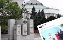Te zdjęcia obiegają dziś internet. Członkowie KOD na pomniku Armii Krajowej jak na pikniku!
