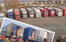 Kraje Europy Zachodniej w trosce o kierowców tirów zakazały im spać w kabinach. Nie przewidziały, że skutek będzie odwrotny [FOTO]