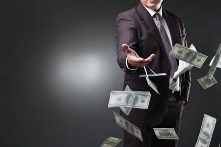MFW nakazuje dalszą walkę z gotówką