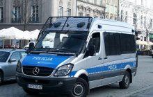 Mężczyzna zaatakował policjanta w Warszawie! [FOTO]