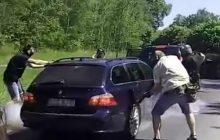 Strzały i blokada drogi! Tak wyglądało zatrzymanie Azada A. Policja ujawnia nagranie z brawurowej akcji [WIDEO]