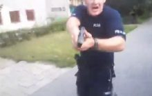 Mężczyzna prowadził na Facebooku transmisję z interwencji policji. Funkcjonariusz wyciągnął i przeładował broń! [WIDEO+18]